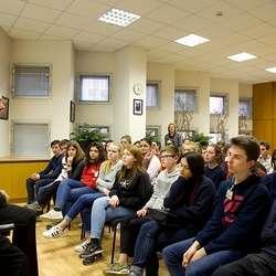 Voyage à Moscou des 2des : les élèves reçus à l''ambassade de France