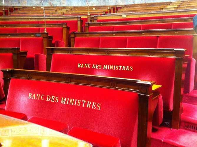 Les lycéens latinistes de St Pierre à Paris : une journée classée sous les meilleurs auspices ! banc-ministres
