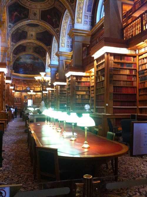 Les lycéens latinistes de St Pierre à Paris : une journée classée sous les meilleurs auspices ! bibliotheque
