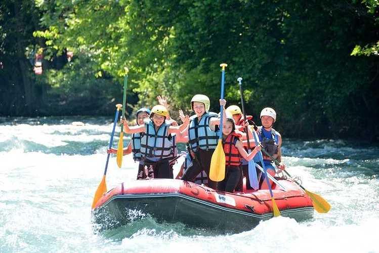 Les 6èmes en classe de découverte dans les Pyrénées rafting4copier