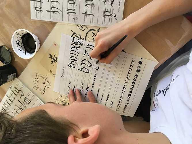 Calligraphie et paléographie médiévales aux archives départementales photo2