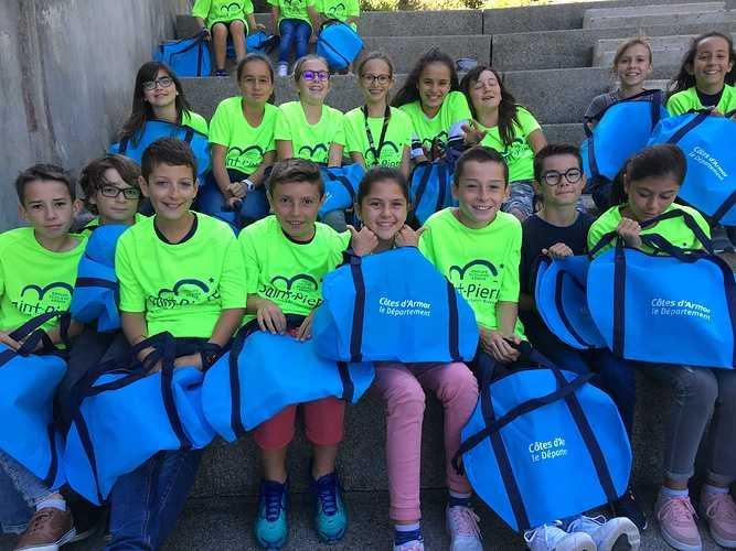 Des sacs de sport offerts aux 6èmes par le département des Côtes d''Armor img2541
